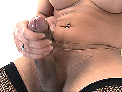 Big cock tranny bares it and jerks it
