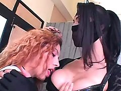 Shemale n straight girl gets oral