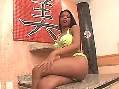 Ebony shemale masturbates on chair
